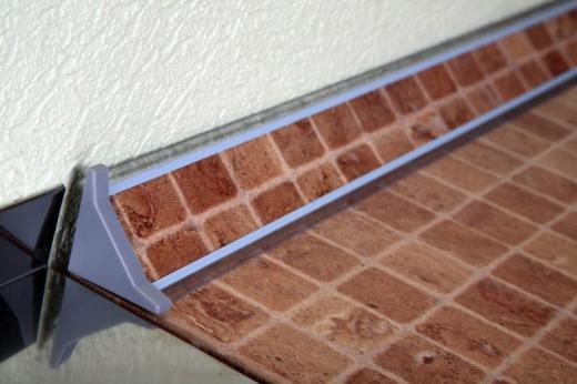 Плинтус для столешниц и стеновых панелей